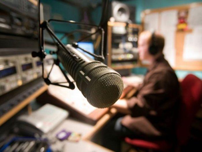 Breve memoria de baladas y romance en la radio