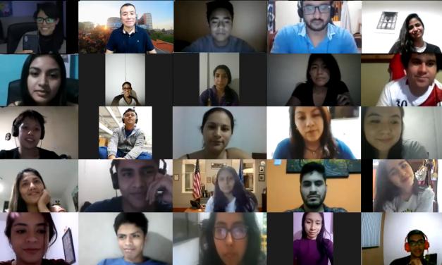 Egresadas CCOM comparten sus experiencias en clases de Socia Media